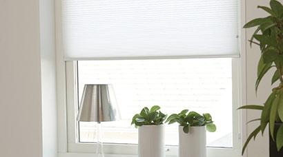mit plissees am fenster die vielfalt in design und funktion nutzen. Black Bedroom Furniture Sets. Home Design Ideas